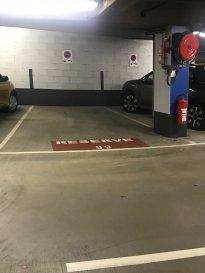 Emplacement de parking intérieur situé au 1er sous-sol place de l'Hôtel de Ville, à proximité du centre, de la zone piétonne, des commerces et transports en commun. Loyer 225 euros menuel, charges comprises. Caution d'un mois (225 euros) + carte magnétique (75 euros).