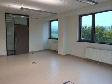 A louer plusieurs bureaux de 40 m2 au 1er étage d'un nouveau bâtiment à Steinsel, cuisine et sanitaires communs.   Loyer avec chauffage et parking inclus  : 780 euros par bureau.