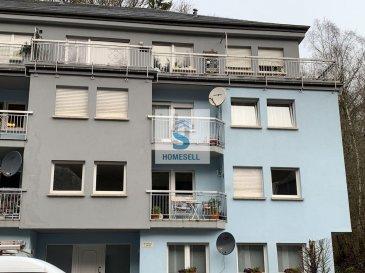 Luxembourg-Neudorf Appartement 2 chambres à coucher, emplacement intérieur, 82.17 m2 habitable avec balcon orientée sud-est.  Ce bel appartement avec ascenseur, d'une surface généreuse dans la résidence Lucia construite en 1994 sur un terrain de 12a 35ca se situe idéalement en plein c?ur du quartier résidentiel de Neudorf. Il est agencé comme suit :  Hall d'entrée WC séparé 1 chambres à coucher (15.91 m2) Salle de douche avec WC Living lumineux (25.4 m2)  Cuisine équipée séparé (9.81 m2) Chambre à coucher (13.80 m2)  L'immeuble comporte un sous-sol, un rez-de-chaussée et trois étages. L?emplacement de parking intérieur, les locaux communs et locaux techniques se trouvent au sous-sol.  Adjacent aux quartiers de Cents, Clausen et à 3 minutes du Kirchberg, Neudorf est situé à l'est de la ville de Luxembourg et occupe une place stratégique qui s'étire sur une vallée de plus de 3 km.   On vous invite à nous contacter pour plus de renseignements au: 28 11 22-1 ou sur info@homesell.lu   Ref agence :149