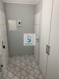 Luxembourg  Appartement, 2 chambres à coucher orientée sud-est  de 82.17 m2 habitables avec balcon et emplacement intérieur. Ce bel appartement ensoleillé avec ascenseur, se situe idéalement en plein c?ur du quartier résidentiel de Neudorf. Il est agencé comme suit : Hall d'entrée WC séparé 1 chambres à coucher (15.91 m2) Salle de douche avec WC Living lumineux (25.4 m2)  Cuisine équipée séparée (9.81 m2) Chambre à coucher (13.80 m2)   L?emplacement de parking intérieur, les locaux communs et locaux techniques se trouvent au sous-sol.  Adjacent aux quartiers de Cents, Clausen et à 3 minutes du Kirchberg, Neudorf est situé à l'est de la ville de Luxembourg et occupe une place stratégique qui s'étire sur une vallée de plus de 3 km.   On vous invite à nous contacter pour plus de renseignements au: 28 11 22-1 ou sur info@homesell.lu   Ref agence :149