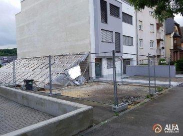 Immeuble en cours de réalisation : <br>Superbe appartement neuf situé au rez-de-chaussée d\'une nouvelle résidence à Dudelange contenant :<br> - Hall d\'accueil;<br> - Cuisine<br> - Salon / salle à manger avec accès sur les jardins de 24.50 m²<br> - 1 chambre à coucher<br> - Une salle de douche<br>Possibilité d\'acquérir un emplacement extérieur pour 19\'500 €<br>Cette résidence construite selon les règles de l\'art, associe une qualité de haut standing et une architecture contemporaine hors normes. Elle est composée de 3 appartements. Prévue pour 2017.<br><br>Prix avec TVA 3% : 290\'158€<br />Ref agence :3537401
