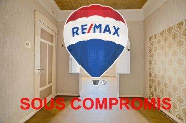 *** SOUS COMPROMIS ***  RE/MAX, spécialiste de l'immobilier à Dudelange vous propose en exclusivité à la vente cette maison mitoyenne à rénover dans la route de kayl à Dudelange. Elle dispose d'une superficie habitable d'environ 126 m² pour 164 m² au total. Cette maison comporte un extérieur d'env. 117 m2.  La maison se compose au rez-de-chaussée : d'un hall d'entrée, d'une pièce de vie séjour/salle à manger d'env. 23,5m2, cuisine d'env. 8 m², une véranda fermée et chauffée d'env. 14m2 avec une salle de douche d'env. 3 m² la véranda donne accès à l'extérieur avec une terrasse d'env. 65 m² et un jardin d'env. 52m².  Au premier étage : un hall de nuit, une chambre d'env. 11 m² et une deuxième chambre d'env. 11,5 m² et une salle de bain d'env. 5m2.  Au deuxième étage : un hall de nuit, une troisième chambre d'env. 12 m², un dressing d'env. 7m2 et un bureau d'env. 3m2 ou (une quatrième chambre d'env. 10 m²) et un grenier d'env. 11 m².  Au sous-sol : un garage et cave d'env. 27m².   Extérieur : une terrasse d'env. 65 m² et un jardin d'env. 52 m² situés à l'arrière de la maison avec deux petites maisonnettes de rangement.  Caractéristiques supplémentaires : Maison à rénover  - Chauffage : Gaz (Buderus de 1990) - 4 chambres, 2 salles de douche - Garage et 1 emplacement extérieur - Terrain : 2,30 ares  Disponibilité tout de suite.  La commission d'agence est incluse dans le prix de vente et supportée par le vendeur.  SIMOES Michael +352 691 680 986 michael.simoes@remax.lu Ref agence : 5096360