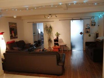 3 pièces - 70 m2 - centre-ville.  NON MEUBLE. Appartement trois pièces de 70 m2 situé au centre ville de Nancy, au deuxième étage d\'un immeuble rue Saint Nicolas. Il comprend une entrée, un séjour, une cuisine équipée, deux chambres, une salle de bains, WC.<br> Chauffage individuel au gaz.<br><br><br>
