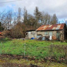 Parcelle 375 m². Terrain non constructible, hors  lotissement ; comprenant une batisse, sur la commune de Montois la Montagne ; Pour tout renseignement veuilez contacter  Mme Litzelmann 07 50 90 38 53