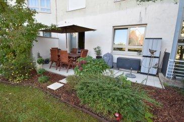 L'agence immobilière IMMO MAX à Luxembourg vous propose de venir découvrir ce bel appartement lumineux dans une RESIDENCE RECENTE de 2004 et idéalement située à Luxembourg-Cents.  Sur une surface habitable de 110 m², l'appartement se compose comme suit:  • un hall d'entrée  • un grand living spacieux donnant accés à un balcon • une cuisine fermé , équipée haut de gamme et de ample espace de rangement • une salle de douche  - une Salle de bain • trois grandes chambres dont une donnant accés à une terrasse à l'arrière de l'immeuble. • un emplacement intérieur en option • une cave et un jardin commun   Informations complémentaires sur demande et visites sur rdv. N'hésitez pas à consulter notre site WWW.IMMOMAX.LU   Vous souhaitez vendre? Estimation immobilière gratuite de votre maison et estimation immobilière gratuite de votre appartement.