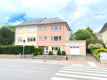 Le Bureau Immobilier NEWHOUSE vous propose en vente une charmante maison située entre sur la Commune d'Alzingen aux abords de Luxembourg Ville et à proximité immédiate de toutes les commodités (écoles et lycées, transport en commun, centres commerciaux, mairie, etc.).  Voici ses principaux atouts :   -270 m2 bruts construits dont 150m2 habitables et potentiellement 40m2 habitables supplémentaires dans les combles -combles potentiellement aménageables -terrasse et balcon de 48m2 adjacents au salon/salle à manger et à la cuisine -3.32 ares de terrain d'après cadastre -3 chambres et 1 bureau -cuisine séparée -salon/salle à manger -WC séparé -possibilité d'éliminer des murs non porteurs pour un créer un grand volume unique au 1er étage -garage pour un véhicule et emplacement extérieur pour 2 véhicules  Cette maison sera parfaite après des travaux de rénovation : électricité, chauffage, sols, salles d'eau et l'aménagement potentiel des combles   Disponibilité : à l'acte   Droits d'enregistrement : à charge de l'acquéreur Honoraires de l'agence : à charge du vendeur  Merci de nous contacter au +352 621319510, au +352 26787653 ou par email : contact@new-house.lu pour toute information ou pour organiser une visite des lieux.