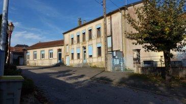 Dans un village très calme près de la frontière luxembourgeoise.Un ensemble  immobiler comprenant l'ancienne mairie avec 2 bâtiments scolaires, un appartement de type F3, bâtiment annexe, parking et jardin. Le tout sur 1,148 m². Conviendrait pour un investisseur. Possibilité de transformer en plusieurs appartements.