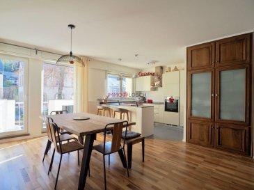 Un bel appartement de 2 chambres avec un emplacement de parking intérieur privé.<br>Idéalement situé dans la ville de Luxembourg Rollingergrund.<br>Proche des arrêts de bus, écoles, crèches et supermarchés.<br> <br>La propriété a été rénovée en 2017:<br> <br>- nouvelle cuisine<br>- nouvelle salle de douche<br>- nouvelles fenêtres<br>- pièce de stockage<br> <br>La description:<br><br>- 1er étage<br>- 91,23 m2<br>- Hall d\'entrée avec grand placard et débarras<br>- Séjour avec accès au balcon (sans vis à vis)<br>- Cuisine ouverte<br>- 2 chambres<br>- Salle de bain avec douche et baignoire et toilettes<br>- WC séparés<br>- Débarras<br>- Cave<br>- Grenier commun<br>- Buanderie commune<br>- une place de parking intérieure privée avec une prise électrique<br> <br>Le quartier compte des cafés, des restaurants, des écoles, des crèches et des supermarchés (Delhaize, Lidl, Naturata) et comprend le complexe hospitalier du CHL.<br>Le quartier est desservi par plusieurs lignes de bus (13, 21, 22, 24, 31, 262, 276) et des stations Vel\'oH.<br>L\'accès à l\'autoroute est aisé par la route d\'Arlon.<br>Le centre-ville, le tramway, les parcs et la forêt de Bambesch sont tous accessibles à pied.<br> <br>Disponibilité: à convenir.<br /><br />A beautiful 2-bedrooms apartment with a private indoor parking space, ideally located in Luxembourg city Rollingergrund.<br>Close to bus stops, schools, nurseries and supermarkets.<br> <br>The property was renovated in 2017:<br> <br>- new kitchen<br>- new shower room<br>- new windows<br>- storage room<br> <br>Description:<br> <br>- 1st floor<br>- 91.23m2<br>- Entrance hall with a large closet and storage room<br>- Living room with access to the balcony (not overlooked)<br>- Open kitchen<br>- 2 Bedrooms<br>- Bathroom with shower and bathtub and toilet<br>- separate WC<br>- Storeroom<br>- Cellar<br>- Common attic<br>- Common laundry room<br>- private indoor parking space with an electric outlet<br> <br>The area has cafes, restaurants, schools, crech