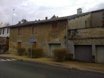 STENAY,   - Ancien immeuble à rénover composé de deux logements. Grenier. Grand grenier aménageable au dessus. Grande grange à côté pouvant également être réhabilit