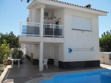 BELARDIMMO vous propose cette jolie maison dans la station balnéaire de Peniscola en Espagne.<br><br>Situé dans l\'urbanisation Los Olivos, quartier résidentiel privé et calme situé à 2 km du centre ville et de la plage.<br><br>La villa se compose ainsi: <br><br>Au RDC :<br>- Cuisine, <br>- Salle à manger,<br>- Salle de bain, <br>- 2 chambres <br>- Terrasse<br><br> Au 1er étage :<br><br>- Salle de bain, <br>- 2 chambres<br>- Terrasse<br><br>Au 2ème étage :<br><br>- Salle de bain, <br>- 2 chambres<br>- Terrasse<br><br>A l\'extérieur, profitez d\'une piscine privative situé en plein sud ainsi que du jardin qui mesure au total 4 ares avec la maison . <br><br>Vous disposez également de place devant la propriété pour y garer plusieurs véhicules. <br><br>Laissez vous charmer par cette résidence de vacances !<br><br>Pour toutes informations, contactez moi au +352 691 105 887
