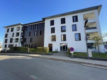 REAL G IMMO a le plaisir de vous proposer ce somptueux appartement de +/- 124,91 m² à Niederkorn.<br>Construite en 2011, la résidence « WENGE » vous offre une architecture sobre et à la fois contemporaine. <br><br>Elle bénéficie également d\'une situation idéale qui facilite l\'accès à l\'autoroute, aux écoles et crèches, à l\'hôpital Emile Mayrisch, ainsi qu\'à la gare et aux bus. <br><br>Cet appartement a été conçu de manière exceptionnelle. Le choix des différents matériaux de haut de gamme, vous laissera sous le charme dès l\'entrée.<br><br>Il vous offre dès l\'entrée de spacieux rangements faits sur mesure qui s\'étendent vers le living. <br><br>Une cuisine équipée haut de gamme de marque Allemande en îlot central avec des électroménagers MIELE s\'ouvrant vers le salon/salle à manger avec accès à 2 loggias.<br><br>Dans l\'espace nuit vous trouverez :<br><br>Une suite parentale avec un spacieux dressing et une salle de bain de +/- 37 m².<br><br>Une deuxième chambre à coucher ainsi qu\'une salle de douche s\'y situe.<br><br>A ce bel appartement s\'ajoute 2 caves privatives dont l\'une de 12,32 m², ainsi que 3 emplacements de parking dont un est aménagé en rangement fermé par un grillage.<br><br>Informations complémentaires :<br><br>-Système Bose dans le living, la loggia et la chambre parental avec télécommande pour gérer tout le système,<br>-Porte de très haute qualité jusqu\'au plafond,<br>-2 salles de bain complètement rénovés<br>-Chauffage au gaz,<br>-Double vitrage Aluminium,<br>-Parquet chêne massif,<br>-Système centrale de CO2 pour les parkings,<br><br>Pour plus de renseignements ou une visite (visites également possibles le samedi sur rdv), veuillez contacter le 28.66.39.1.<br><br>Les prix s\'entendent frais d\'agence de 3 % TVA 17 % inclus.<br>