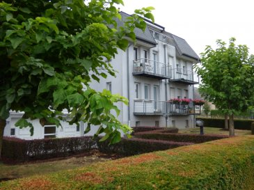 Monia Souilmi ( 691 21 29 46 - monia.souilmi@remax.lu ) et Remax spécialiste dans l'immobilier à Leudelange, vous proposent un appartement meublé de style moderne en location. L'appartement est situé au 2ème étage dans une résidence calme et bien entretenue offre le calme et la belle nature. La surface habitable fait 57 m² environ. L'appartement se compose de: Un living ouvrant sur un balcon Une chambre ouvrant sur le même balcon Une cuisine équipée et séparée idem sur le même balcon Une salle de bain avec WC Un grand hall d'entrée Un emplacement à l'intérieur Une cave privative Une buanderie commune et Un jardin bien entretenu dans l'espace commun de la résidence.  L'appartement est entièrement meublé et dispose aussi du WIFI, Télévision et un numéro fixe  Il est à proximité de toutes les commodités, le Bus numéro 4 vers la gare centrale et le centre ville!! Le bus municipal vers Strassen et Bertrange sont devant la résidence !!!   Visitez cet appartement sans tardez !!!!      Disponible à partir du 15 septembre!!! Ref agence :5095956