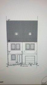 Immo Nordstrooss, vous propose en vente cette belle maison de 2013, avec une surface de  /-150m2 habitable, sise à Feulen à /-2 min. d'Ettelbruck et /-15 min de Mersch.  Ce bien se compose comme suit:  rdch: hall d'entrée, spacieux living/ salle à manger donnant vers une grande terrasse de  /-20m2, et un beau jardin cloture, cuisine ouverte bien équipé avec espace débarras, WC séparé, espace rangement et garage de  /-20m2.  1er étage: hall de nuit, une belle suite parentale avec salle de douche et espace dressing, 2 chambres à coucher une avec dressing, et une salle de bain enfant.  2ème étage: 2 chambres à coucher, bureau, et une salle de bain.   Deux emplacements extérieur complète ce bien.  Pour plus de renseignements ou une visite (visites également possibles le samedi sur rdv), veuillez contacter le 691 850 805. Ref agence :SE