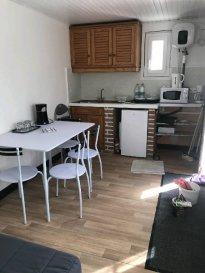 Réf: 5929  Appartement de 23 m² meublé ETUDIANT DE SEPTEMBRE A JUIN:   Séjour avec coin cuisine équipée, salle d\'eau avec wc et 1 chambre.  Loyer: 350 € Charges: 40 € (eau et edf)  1 mois de caution   frais d\'agence: 242 €  Libre en septembre   Réf: 5929  Loyer  :   390 € par mois, charges comprises  dont   40 € de charges locatives (provision donnant lieu à régularisation)   Dépot de garantie   Honoraires charges locataire   242 € TTC  dont   66 € pour état des lieux