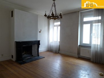 ---COMPROMIS---  Très bel appartement au 2ème étage d'une petite résidence calme et soignée à 4 unités située en plein cœur de la ville de Luxembourg.   Objet rare avec beaucoup de potentiel.  Ce bien se compose de :   - 1 grand living avec cheminée à bois de 23,55 m2 - 2 grandes chambres à coucher de 18,84 m2 et 19,70 m2  - 1 cuisine fermée - 1 salle de bains  - 1 spacieux hall d'entrée - 1 buanderie privée - 1 grande cave privée de 13,38 m2  L'objet est entièrement à rénover et dispose de parquet au sol dans toutes les pièces et une hauteur sous plafond de 3 m.   Plans et informations sur demande.  À Luxembourg Ville, proche des transports publics et commerces.   N'attendez plus, contactez-nous par mail sur info@gng.lu ou au 621 366 377.  Découvrez toutes nos offres sur www.gng.lu