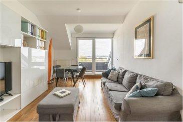 Veuillez contacter Rodrigue Jordens pour de plus amples informations : - T : 621 510 002 - E : rodrigue.jordens@remax.lu  RE/MAX, Spécialiste de l'immobilier à Luxembourg,  vous propose ce beau duplex 2 chambres avec vue imprenable dans une résidence construite en 2008 et totalement rénové en 2016 avec des matériaux haut de gamme. L'appartement se trouve au deuxième et dernière étage de la résidence avec ascenseur privatif. Il se compose de : - Entrée hall + escalier 5,5 m² / Cuisine ouverte 18 m² avec loggia 3,6 m² / Salon 16 m² avec loggia / suite parentale avec baignoire 12 m² / bureau de 6,5 m² / étage aménagé chambre + salle de bain 11 m² (nombreux placards et rangements faits sur mesure).  Autres pièces faisant partie de la vente :  - Buanderie 4 m²  - Buanderie commune - Emplacement intérieur 1 voiture de 13 m²  - Jardin commun à l'arrière de la résidence   L'appartement se trouve à Gasperich, à 4 minutes de la gare de Luxembourg, 2 min de l'autoroute, 6 minutes des supermarchés et 12 minutes de l'aéroport. - Proche de tous commerces - à 2 pas du nouveau parc Ban de Gasperich (Cloche d'Or)  Visite virtuelle : https://premium.giraffe360.com/remax-select/55709ec355464b98baf853039f29ce83/  Ci-dessous le lien pour les projets d'aménagement du parc public de Gasperich : https://www.vdl.lu/fr/la-ville/engagements-de-la-ville/developpement-urbain/chantiers/chantiers-en-cours/gasperich-projet-damenagement-du-parc-public-ban-de-gasperich  Frais d'agence RE/MAX : 3 % du prix de vente + TVA  à charge du vendeur Toute offre sera soumise à l'acceptation expresse du vendeur