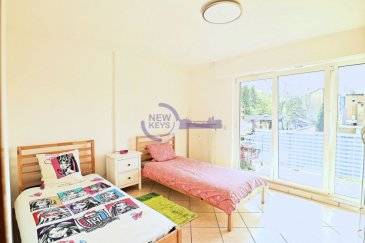 *** Sous Compromis *** L'agence immobilière New Keys a le plaisir de vous proposer en exclusivité la vente de ce charmant appartement, dans une construction de 1998, à proximité de toutes commodités a la commune de Schifflange  L'appartement dispose d'une surface de 71m2 et se compose comme suit:  -Hall d'entrée ± 7 m2 -Cuisine équipée ouverte sur living de ± 35 m2 -Chambre 1 de ± 15 m2 -Bureaux de ±7 m2 -Salle de douche ± 5 m2  A cet agréable appartement s'ajoute deux balcon, cave privatif ainsi qu'un emplacement extérieur.  N'hésitez pas à nous contacter au 352 621 647 509 ou par mail ahenriques@newkeys.lu pour plus d'informations et/ou une éventuelle visite.  COVID: Pour votre sécurité, nos visites sont effectuées avec des masques.  Le prix s'entend frais d'agence inclus et payable par le vendeur.  Nous recherchons en permanence pour la vente et pour la location, des appartements, maisons, terrains à bâtir pour notre clientèle déjà existante. N'hésitez pas à nous contacter si vous avez un bien pour la vente ou la location.  Estimation gratuite