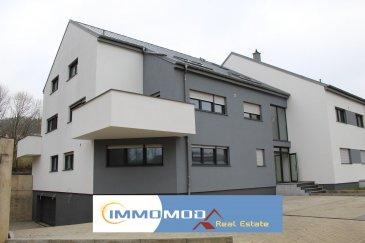 L'agence Immomod a le plaisir de vous proposer un duplex dans une nouvelle résidence à Welsdorf, complétement terminé à la fin de l'année 2016. L'appartement se trouve au 1ère étage, il y a 3 ch. à c. de 20,64 m², 15,37 m² et 15,54 m², une salle de bains,une salle de douche, living de 45,67, cuisine 13,15 m²,un bureau de 9,80 m² et un WC séparé, et encore un grand grenier est à votre disposition. La surface : 167,05 m²   la terrasse 13,42 m². Les emplacements intérieurs sont à 25 000 € Les emplacement extérieurs sont à 10 000 € Le prix affiché avec une TVA de 3 %(sous conditions d'acceptation, de votre dossier, par l'administration de l'enregistrement) Disponibilité : immédiate Classe énergétique : B ; C N'hésitez pas à nous contacter pour d'autres informations, réservations ou visites. Tyutyayev Stanislav : 691 92 54 85