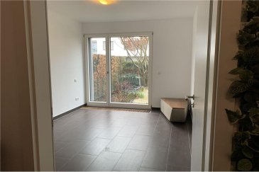 Veuillez contacter Mathieu Bossennec pour de plus amples informations : - T : 661 521 730 - E : mathieu.bossennec@remax.lu  REMAX, Spécialiste de l'immobilier à Luxembourg-Cessange, vous propose ce magnifique local, dans le quartier de Luxembourg-Cessange.  Dans une résidence récente, directement au RDC, nous vous proposons un local de 12 m², avec accès au jardin. En plus de sa superficie, le local dispose également d'une salle d'attente spacieuse et d'un accès aux toilettes.  Uniquement pour de la médecine douce. Disponible du lundi au vendredi.  La résidence, aussi belle que stratégique, dispose d'un arrêt de bus à proximité et biens d'autres commodités. Le local, étant déjà très récent, a été remis parfaitement à neuf, avec une luminosité exceptionnelle. De plus, la facilité pour se garer avec les parkings à proximité fait également partie des points forts.  Disponibilité immédiate.   Dans le prix, toutes les charges sont comprises, électricité, chauffage, eau, Internet, femme de charge, etc.  Pour toutes informations supplémentaires, n'hésitez pas à nous contacter.   Frais d'agence RE/MAX : 125 % du montant du loyer à la charge du locataire + TVA