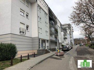 ESCH/LALLANGE, appartement à louer au 2ème étage, composé d\'un hall, living avec cuisine équipée et sortie sur un balcon de 8 m2, 2 chambres à coucher, salle de bains, WC séparé, 1 emplacement intérieur et 1 cave<br />Ref agence :2448922