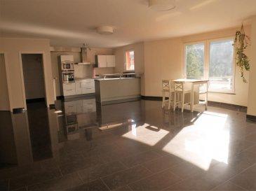 NEW KEYS vous propose à la vente ce très bel appartement de +/- 103m2, idéalement situé dans une résidence récente, à Rollingergrund.<br>Il est composé comme suit :<br>- un salon/ salle à manger lumineux avec cuisine équipée ouverte et accès à un balcon sans vis à vis, vue magnifique sur le bambesch<br>- 2 chambres spacieuses<br>- 1 salle de bain avec double vasque, et wc<br>- 1 wc séparé<br>- 1 débarras<br><br>L\'appartement dispose également d\'une cave, d\'un emplacement de parking intérieur, d\'une buanderie commune, et d\'un jardin commun à la résidence.<br>Disponible immédiatement <br><br>Pour plus de renseignements et/ou demandes de visites merci de contacter le 691149362 ou par email jheymann@newkeys.lu.<br />Ref agence :5003227