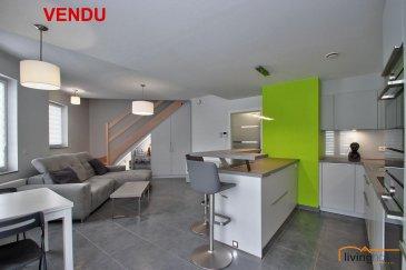 *** VENDU ***<br><br>Bel appartement-duplex de 2017-2018 sis à Noerdange d\'une surface de 71,30 m2, 2 chambres à coucher et double emplacements parking. (pas de balcon/terrasse ou jardin disponible)<br><br>DESCRIPTION:<br>Etage 1:<br>- hall d\'entrée<br>- WC séparé<br>- cuisine équipée ouverte sur séjour<br><br>Etage 2:<br>- hall de nuit<br>- salle de bain/douche<br>- chambre à coucher I<br>- chambre à coucher II / bureau<br><br>Sous-sol:<br>- double emplacement intérieur <br>- cave<br><br>Les communs:<br>- buanderie<br>- local vélo<br>- local poubelles<br><br>ASPECTS TECHNIQUES:<br>- sols recouverts de parquet et carrelage<br>- toiture recouverte d\'ardoises naturelles/zinc<br>- chauffage urbain (biogaz)<br>- VMC double flux<br>- ascenseur<br>- équipement alarme incendie<br>- châssis double vitrage avec volets électriques<br>- classe énergétique AC<br><br>SITUATION GEOGRAPHIQUE:<br>- 35 minutes de Luxembourg-Ville<br>- 15 minutes de Arlon (B)<br>- 17 minutes de Windhof<br>- 5 Km de Redange<br>- 25 minutes de Ettelbruck<br><br>Pour toutes informations supplémentaires contactez-nous aux numéros suivants:<br>- BUREAU                           +352   27 80 83 56<br>