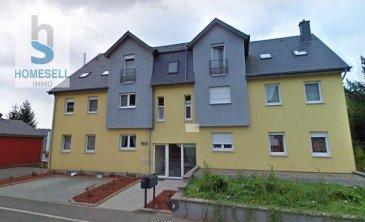HOMESELL Immo vous présente en exclusivité un charmant appartement d\'une surface habitable de 120m² le tout sur un même étage.<br>Ce bien très bien entretenu et avec de belles finitions se compose comme suit:<br><br>- un grand hall de 9,80m²<br>- 2 grandes chambres de resp. 15 et 20m²<br>- une salle de bain (douche + baignoire) de 8,73m²<br>- un très grand living de 43,00m² <br>- une cuisine de 12,00m²<br>- WC séparé<br><br>Le living et cuisine disposent d\'un accès sur un balcon de 6,00m² orienté sud-ouest.<br><br>Garage pour 2 voitures avec petit espace atelier, une buanderie commune complètent ce bien.<br>L\'immeuble est géré par les copropriétaires donc pas de frais de Syndic.<br><br>Infos complémentaires:<br>- Double-vitrage de 2005 avec volets électriques<br>- Chauffage au gaz<br>- Classe énergétique  F/F<br><br>Disponibilité: décembre 2021<br><br>Pour plus de renseignements contactez-nous par mail:<br>- info@homesell.lu<br><br>HOMESELL Immo
