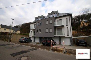 Duplex à louer sis à Luxembourg-Muhlenbach  +/-90m2  Hall d'entrée - salon - cuisine ouverte - 2 chambres à coucher - 2 salle de douches - WC séparé - garage - cave - buanderie commune  Disponible à partir du 05.11.2018  2 mois de caution 3380 ' Frais d'agence     1970.30 '   Ref agence :1213081