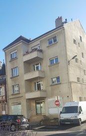 Immeuble Metz 400 m2   + 22 garages fermés. INVESTISSEURS -  16 Route de Woippy - Immeuble composé de  4 appartements F5 de 100 M2 avec balcons + 4 caves + 22 garages fermés à l\'arrière (tous loués) + comble aménageable,  le tout sur une parcelle de 1060 m2<br/><br/>Actuellement, 3 appartements sur 4 sont loués, dont 1 au rez de chaussée avec jardin.<br/><br/>Rendement locatif annuel brut  :  38.363 euros HC<br/><br/>Contact : Sandrine Perceval 06.34.65.29.84<br/>