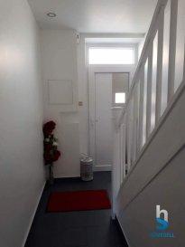 SOUS COMPROMIS   Homesell vous propose une maison mitoyenne à Rumelange, d'une surface utile d'environ 125 m².  La maison propose au rez-de-chaussée, un hall d'entrée, un séjour (15 m²), une belle cuisine équipée donnant accès à la véranda avec vue sur le jardin clôturé (55 m²).  Au premier étage, vous trouverez 2 grandes chambres à coucher (19 m² et 15 m²) et une salle de douche.  Au deuxième étage, la maison dispose d'un loft d'environ 37 m² (avec beaucoup de possibilités d'aménagement û chambre à coucher, salle de bains, dressing, bureau).  Au sous-sol, on retrouve une grande cave, une buanderie, une salle de bains avec baignoire de coin et l'accès au jardin.  Contactez-nous pour une visite ! Tél. : 281122-1 ou info@homesell.lu  Ref agence :28
