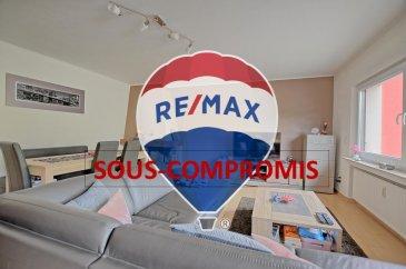 SOUS-COMPROMIS!!   RE/MAX, spécialiste de l\'immobilier à Altwies, vous propose en exclusivité ce magnifique appartement se trouvant dans une petite copropriété de 3 unités. Le bien se trouve au 1er étage (sans ascenseur) et dispose d\'une superficie habitable de +/- 82 m2.  L\'appartement se compose : un hall d\'entrée, avec une porte d\'entrée récente et blindée (2019), qui dessert les différentes pièces de l\'appartement, à savoir, un grand living avec sa salle à manger d\'une superficie de 28 m2 avec une belle cheminée à feu de bois, une cuisine séparée (13 m2), récente et moderne, complètement équipée (électroménager MIELE de 2016), laquelle a un accès direct vers la belle terrasse couverte (+/- 13,50 m2 avec coin barbecue). Nous avons également 2 spacieuses chambres à coucher (14,31 m2 et 16,54 m2) ainsi qu\'une belle salle de douche (douche de coin, 1 grand vasque avec rangements, robinetterie neuve, 1 wc, radiateur port-serviette).   A cela s\'ajoute une cave privative, une buanderie commune, un local technique avec rangement pour les poubelles (ou autres), une cour commune ainsi qu\'un garage individuel avec porte automatique pour 1 voiture et la possibilité de stationnement devant le garage ou éventuellement dans le parking public juste en face de la résidence.    Caractéristiques supplémentaires : chaudière commune au gaz de 2018, triple vitrage dans toutes les fenêtres avec volets électriques, peinture de la façade récente (2015), passeport énergétique valide (2024).   Les charges mensuelles s\'élèvent à 230 EUR.   Aucun travaux à prévoir !   A visiter absolument !   Disponibilité du bien : à convenir.  La commission d\'agence est inclus dans le prix de vente, laquelle est supportée par le vendeur.   Pour plus d\'informations, veuillez s\'il vous plaît, contacter Mélissa INACIO au +352 661552196 ou par email à l\'adresse melissa.inacio@remax.lu.   Ref agence : 5096367