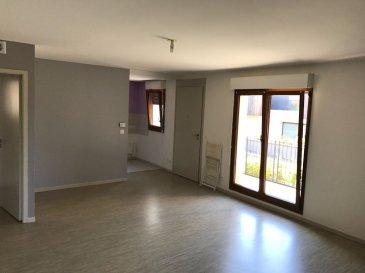 Appartement - 3 pièce(s) - 63 m2. Au calme dans une résidence récente, charmant F3 comprenant séjour donnant sur cuisine, deux chambres et salle de bain. Placards. Stationnement libre à deux pas. A découvrir !<br>