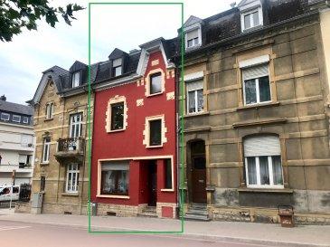 Schaus Immobilier vous propose à la vente cette maison mitoyenne, implantée dans une rue agréable à proximité de toutes les commodités.  L'entrée dans la maison se fait au rez-de-chaussée, desservant : -Un salon/salle à manger (+-32,50m2)  -Une cuisine (+-9,50m2) -Une première chambre avec une salle d'eau attenante. -Une grande terrasse.  Un escalier en bois permet d'accéder au premier étage où se trouvent : -Un salon/salle à manger (+-26,50m2) -Une cuisine attenante (+-8,50m2) -Une salle de douche avec fenêtre -Un grand balcon  Un escalier en bois permet d'accéder au second étage : -Une deuxième chambre (+-14,50m2) -Une troisième chambre (+-13,50m2) avec accès à un balcon -Une quatrième chambre (+-12,50m2) avec un WC  Des escaliers permettent d'accéder au grenier.  La maison est complétée par un grand sous-sol.  En ce qui concerne les équipements de la maison : -Les fenêtres sont en double vitrage -La toiture a été nettoyée et traitée avec un produit imperméabilisant -Le bien est chauffée au mazout avec une chaudière de la marque Buderus. Le raccordement au gaz est présent dans la maison. -Certificat de performance énergétique : H-H -Disponibilité de la maison : à convenir  La maison se trouve à proximité immédiate de toutes les commodités :  Nous sommes à votre disposition pour tout renseignement complémentaire et un rendez-vous de visite.  Les honoraires de négociation sont à la charge du vendeur.  Ref agence :VM0297