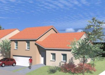 DERNIÈRE MAISON DISPONIBLE Dans une petite rue très calme de Jouy-aux-Arches (Rue Pasteur), maison individuelle en demi sous-sol.  Surface Habitable: 115,50 m2 Surface Garage double: 44,85 m2  Terrain de plus de 6,19 ares.  Au Rez-de-Chaussée: grand garage 2 voitures de 44,85 m2, cellier; Au Rez-de-Jardin: grand séjour-cuisine de plus de 50m2, WC et entrée; À l'étage: 3 chambres, dressing, salle de bain.  Accès rapide vers A31, ZAC d'Augny (centre commercial Waves).  La maison respecte la réglementation thermique actuelle ce qui représente de faibles consommations de chauffage.  Assurance Dommage Ouvrage incluse Garantie de Parfait Achèvement incluse Branchements compris  Hors carrelage et peinture