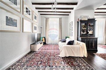 Veuillez contacter notre agent Enrico Xillo pour de plus amples informations au 691 11 78 65 ou par email : enrico.xillo@remax.lu.  RE/MAX, Specialiste de l'immobilier à Sandweiler, propose à la vente dans la commune de Sandweiler, cette magnifique maison de +/- 188 m2, totalement rénovée avec goût et matériaux nobles, tels que le précieux parquet en bois massif.  Au rez-de-chaussée, nous avons un grand espace ouvert de 35 m2, utilisé comme salon et salle à manger, un bureau ou une chambre pour le hôte de 10 m2, une cuisine et une salle de séjour de 12m2 et 1 WC.  En montant au premier étage, par de magnifiques escaliers en bois, nous trouvons la zone nuit composée de 3 grandes chambres, respectivement de 12 m2, 17 m2, 20 m2 et une grande salle de bain avec douche à l'italienne, baignoire et double lavabo.  Mais notre visite ne se termine pas ici, car au deuxième étage, vous trouverez un grand grenier entièrement rénové et isolé, même dans la partie du toit. Il peut être utilisé à votre guise et a une surface de 50 m2.  Pour compléter votre future maison, vous trouverez un garage privatif de 22 m2 et un espace avant protégé par un portail électrique.  Disponible également : un grand sous-sol pour une future cave à vin.  Commencez à vous réserver une place au premier rang et, pourquoi pas, préparez également vos bagages.  Pour toute information et pour réserver une visite, veuillez nous contacter.  Frais d'agence RE/MAX : 3% du prix de vente à la charge de la partie venderesse + TVA