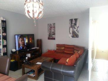 Très bel appartement situé au 1er étage d'un maison de village mitoyenne comprenant entrée en RDC avec débarras, cuisine équipée ouverte sur séjour, 2 chambres, salle d'eau, dégagement, garage.