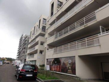 Quartier Pompidou Au 3ème étage avec ascenseur d\'une résidence récente (83 lots principaux) , bel appartement de type F3 comprenant : Une entrée avec une pièce cellier, un salon ouvert sur une cuisine équipée, un dégagement nuit avec deux chambres dont une avec placards, salle de bains et wc séparé. Très grande terrasse avec vue sur le futur hôtel Starck et place de parking en sous sol.  Charges annuelles : 1375  € (eau, ascenseur , entretien de la chaudière, entrétien et élecricité des communs, contrat maintenance vmc et portes automatiques, syndic, assurance).  Honoraires à la charge du vendeur.  Appartement situé dans une copropriété loi n°65-557 du 10 Juillet 1965. Aucune procédure en cours menée sur le fondement des articles 29-1A et 29-1 de la loi n°65-557 du 10 Juillet 1965 et de l\'article L. 615-6 du CCH.