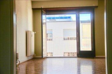 Rue du Tournant , situé dans une petite copropriété calme avec une vue dégagée, à proximité des transports, écoles et commerces, venez visiter de volumineux et lumineux 3 pièces de 92 m2&period; Celui-ci se compose d\'une entrée , d\'un séjour orienté ouest donnant sur un balcon, d\'une cuisine aménagée avec un accès sur un second balcon, 2 chambres de 18  m2 avec dressing, d\'une salle de bain et d\'un wc indépendant&period; En annexe une cave, et un stationnement extérieure&period; <br />Chauffage et eau chaude collective au Gaz<br />Charge mensuel 217&apos;|mois tout inclus<br />Votre contact Virginie  Diss 06 73 15 37 92