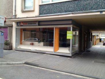 Très beau local commercial de 82m2 avec 2 grandes vitrines.  GARAGE EN   A 140€