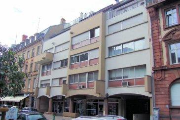 Mulhouse hyper centre à 2 pas des rues piétonnes et 5 mn de la gare : symphatique studio de 24m² joliment meublé  disponible le 1er juillet  2015. Loyer : 330 charges: 50