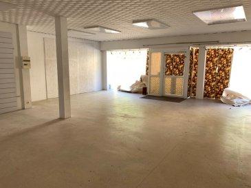 A Herserange,  Idéal pour investisseurs !   Une immeuble de rapport de 210m² composée d'une partie habitation (environ 140m² avec possibilité de créer 2 appartements) et d'un local commercial (environ 70m² modifiable en surface habitable) se composant ainsi :  - RDC : local commerciale de 70m² avec un espace bureau (entrée individuelle pour l'espace habitation et l'espace local commercial)  - 1er étage : dégagement, couloir, salon/séjour de 28m², cuisine en chêne équipée (hotte, plaques, frigo), salle de bains, w-c séparés, une chambre de 13m²  - 2ème étage : dégagement, 4 chambres, espace de stockage avec accès aux combles isolés  - Sous-sol complet : 3 caves dont une cave à vin + une chaufferie, possibilité de faire un garage  Pas de garage ni de jardin Actuellement en chauffage au fuel, la maison sera vendue avec un nouveau système de pompe à chaleur avec garantie de 10ans. L'escalier est en marbre et les 4 chambres disposent d'un parquet en chêne.   NB : fenêtres avec DV sur châssis PVC + Volets roulants, électricité aux normes, toiture et charpente en bon état, relié au tout à l'égout  A prévoir : rénovation salle de bains et remise aux goûts du jour  Contact : COLSON Emmanuel : +33 7 81 30 24 02