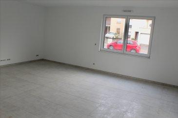 Très bel appartement neuf à Cosnes et Romain au rez-de-chaussée d\'une résidence moderne et sécurisée, dans un environnement calme et proche de toutes commodités et frontière.  Venez découvrir ce charmant T3 qui se compose d\'une cuisine équipée ouverte sur un lumineux salon/séjour, deux chambres, une salle de bain avec baignoire et WC (possibilité séparer le WC). Un jardin de 65,65 m2 ainsi qu\'une terrasse de 22,56 m2 complète ce bien.  Vous aurez le choix concernant les revetements de sol (carrelage, parquet) ainsi que la faience de la salle de bain. Vous pourrez également choisir toutes les finitions de votre cuisine (couleur, plan de travail, poignée).  Chauffage au sol, triple vitrage, volets électriques, classe énergétique B  Ensemble immobilier géré par un syndic professionnel. Charges de copropriété annuelles estimées à 1914 € (comprenant chauffage, eau, ascenseurs, entretien des installations, entretien des communs et des espaces verts,..)  Assurance décennale / dommage ouvrage  Possibilité d\'un parking au sous-sol de la résidence en supplément à partir de 15 000 €.  Frais de notaire réduits 2,5 % éligible au PTZ.  Prix: 262 099€