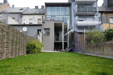 Bel immeuble de rapport à 2 unités avec cadastre vertical, rénové en 2006, situé en plein centre de la Ville d'Esch/Alzette.  L'immeuble dispose d'une surface commerciale ainsi qu'un beau duplex/loft avec un magnifique jardin.  Surface commerciale (61m2 + 4,50 m2)  en ce moment exploité comme salon de coiffeur disposant de : surface commerciale, cuisine, WC séparé et balcon.   Duplex/Loft (131 m2 + cave 60,93m2 + terrasse 18 m2) :  Sous-sol : Hall, escalier, 1 WC séparé,  grande cave avec débarras, chaufferie, buanderie et accès vers le grand jardin.  Rez-de-chaussée : Hall d'entrée avec cage d'escalier 1er étage : Grande cuisine équipée donnant sur la partie salle à manger et living. Toute cette partie est illuminée par la grande baie vitrée donnant accès à la terrasse (18m2).  2 étage : Palier, 1 grande pièce ouverte (esprit loft)  avec la  chambre à coucher principale, une salle de douche et WC séparé ainsi qu'une grande armoire - dressing encastrée.  On dispose également  d'une 2ième chambre également équipée d'une armoire encastrée - dressing ainsi qu'une salle de douche et WC.  Objet rare disposant de belles finitions.  Possibilité de louer des parkings à quelques pas en face de la maison.  Absolument à voir.