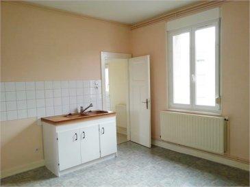 Rue de Castelneau, F2 situé au 3ème et dernier étage, composé d\'une chambre, un salon,une cuisine,une salle de bains et wc séparé. Chauffage individuel au gaz avec production d\'eau chaude. Proximité gare et écoles.
