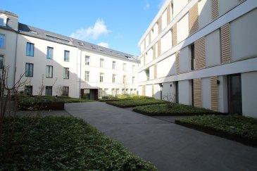 Sigelux Real Estate vous propose à la location cet appartement de luxe, entièrement meublé par la Maison « Bonn », situé en centre-ville, L-2229 Luxembourg , Rue du Nord lot 19, au 1er étage d'une résidence de 6 unités.  Surface habitable +/- 64m2:  - living - cuisine ouverte toute équipée - salle de douche, toilette, lave-linge, sèche-linge - dressing - une chambre - revêtement sol parquet - chauffage urbain - double vitrage - porte sécurisée - 1 parking fermé (parking du théâtre) - cave  DISPONIBLE DE SUITE  Loyer . 3300 € Charges : 350 €  Pour plus de renseignement ou un Rendez-Vous pour visiter contactez : SIGELUX : 46 71 31 ou info@sigelux.lu