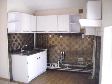 Appartement Dieulouard 42 m2. DIEULOUARD - T2 - Rue Saint Laurent<br>Appartement de type F2 comprenant: une entrée, une cuisine aménagée, un salon, une chambre, une salle de bains avec WC.<br>Chauffage individuel gaz.<br>Charges: électricité des communs + taxe ordures ménagères + avance sur conso d\'eau + entretien chaudière.<br>