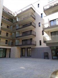 A louer studio, 3ème étage, dans le nouveau quartier de la Cloche d'Or, 1ère occupation.  - hall d'entrée - grand séjour de 29m² avec coin cuisine équipée  - salle de douche  - cave - 1 emplacement intérieur.