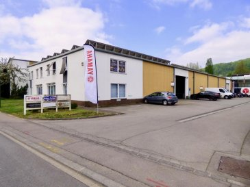 SCHAUS IMMOBILIER vous propose à la vente dans la zone industrielle de Steinsel un ensemble de bureaux et entrepôts, se composant comme suit :  •Au rez-de-chaussée un bureau d'une surface d'environ 154m2, actuellement loué au prix de 2.200,00 euros charges comprises.  •Au premier étage un bureau d'une surface d'environ 185m2, actuellement loué au prix de 2.750,00 euros charges comprises.  •Un premier entrepôt d'une surface totale d'environ 1.058m2 avec 696m2 de surface utile au rez-de-chaussée et 362m2 en mezzanine. L'entrepôt est équipé d'une porte motorisée permettant, vu ses dimensions, l'accès avec un camion par exemple. La mezzanine se prête notamment à l'aménagement d'espaces bureaux. Cette partie est actuellement libre de toute location.  •Un second entrepôt d'une surface totale d'environ 600m2 avec 430m2 de surface utile au rez-de-chaussée et 175m2 en mezzanine. L'espace mezzanine est actuellement aménagé en bureaux. L'entrepôt est équipé d'une porte motorisée permettant, vu ses dimensions, l'accès avec un camion par exemple. Cette partie est actuellement louée au prix de 4.310,00 euros charges comprises.  La hauteur moyenne des entrepôts est d'environ 6,00m.  Des places de parking (8) sont disponibles devant les lieux, avec la possibilité d'en acheter 5 supplémentaires au prix de 40.000,00'.  La zone industrielle de Steinsel est idéalement implantée au centre du pays : •Les accès autoroutiers sont à proximité immédiate ; •La ville de Luxembourg et notamment le quartier de Kirchberg se trouvent à moins de 10km. •Le site est accessible en bus, un arrêt desservant les lignes 10 et 11 se trouve à quelques mètres de l'immeuble.  Nous sommes à votre entière disposition pour tout renseignement complémentaire et un rendez-vous de visite. Ref agence :883089