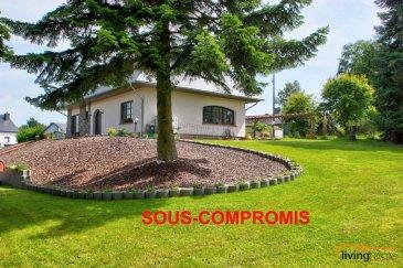 ***SOUS-COMPROMIS***Magnifique villa construite en 1985, rénovée en grande partie de 2018 - 2020, d\'une surface habitable de +-180 m2 (+ sous-sol +/- 70 m2) érigée sur un terrain d\'une superficie de 24,11 ares avec jardin entièrement aménagé. Propriété très bien soignée!<br><br>DESCRIPTION:<br>SOUS-SOL: (+-110 m2)<br>- garage pour 2 voitures (42,00 m2)<br>- hall (8,50 m2)<br>- buanderie (17,35 m2)<br>- chaufferie I (15,40 m2)<br>- chaufferie II (11,60 m2)<br>- cave (12,80 m2)<br>- salle de douche équipée de lavabo et WC (5,00 m2)<br><br>REZ-DE CHAUSSEE: (+-110 m2)<br>- Hall d\'entrée (25,50m2) ouvert sur mezzanine et escalier en bois<br>- WC (2,00 m2) rénové<br>- cuisine équipée (15,60 m2) neuve donnant sur la salle à manger et accès sur terrasse / jardin<br>- débarras<br>- salle à manger (20,40 m2)<br>- salon (18,15 m2)<br>- 1 chambre à coucher (18,25 m2) rénovée donnant sur une terrasse<br>- salle de bain équipée d\'une baignoire et de 2 lavabos (10,30 m2)<br><br> Etage 1: (+-70,00 m2)<br>- hall de nuit I (3,00 m2)<br>- hall de nuit II (2,50 m2)<br>- 1 chambre à coucher (10,75 m2)<br>- 1 chambre à coucher (20,51 m2)<br>- 1 chambre à coucher (21,70 m2)<br>- 1 salle de douche avec lavabo et WC (6,80 m2) rénovée<br><br>EXTERIEURS:<br>- JARDIN aménagé de plantations, point d\'eau, abri de jardin et terrasses<br>- CARPORT (80 m2) pour 2-3 voitures <br>- emplacements extérieurs pour 2 voitures<br><br>ASPECTS TECHNIQUES:<br>- construction en briques, façade non isolée<br>- dalle en béton, sols recouverts de carrelages et parquet en bois massif, escalier en bois massif<br>- toiture entièrement rénovée en 2018, recouverte d\'ardoises naturelles, combles isolés (isolation extérieure)<br>- chauffage au gaz<br>- poêle à bois<br>- chauffage au sol<br>- châssis en bois double vitrage<br>- électricité rénové partiellement<br>- porte sectionnelle garage neuve<br>- peintures neuves dans les sous-sols<br><br>DISPONIBILITES: immédiate<br><br>SITUATION GEOGRAPHIQUE:<br>- Kirchberg-