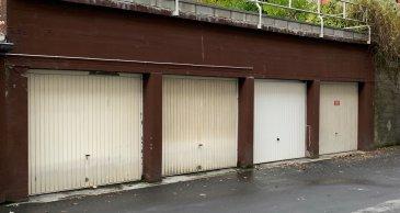 garage avec accès cave a l'arrière  2,50 de largeur 3,21 de hauteur possibilité de mettre un pont de twinbusch pour lever une voiture pour garer une deuxième en dessous